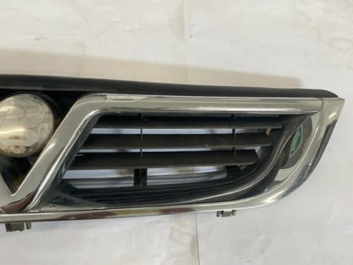 VAUXHALL VECTRA B FRONT GRILL-1