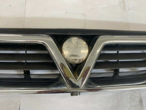 VAUXHALL VECTRA B FRONT GRILL-2
