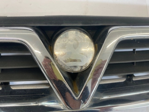 VAUXHALL VECTRA B FRONT GRILL-4