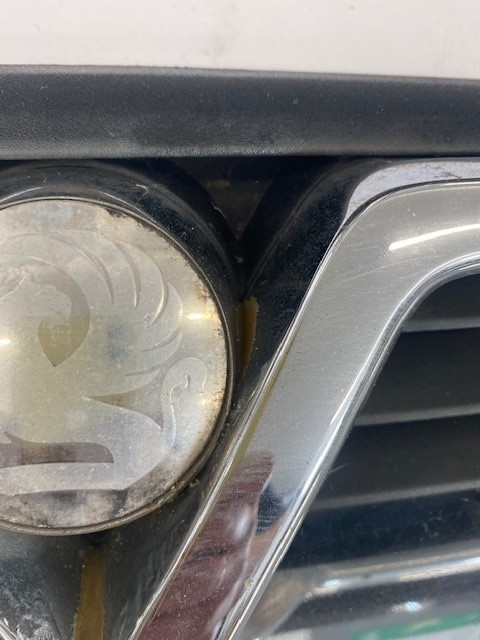 VAUXHALL VECTRA B FRONT GRILL-6